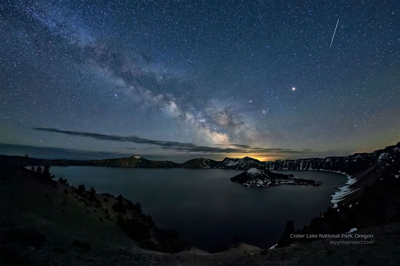 crater lake 1 skyglow desktop wallpapers In Search of Americas Darkest Skies (24 Photos)