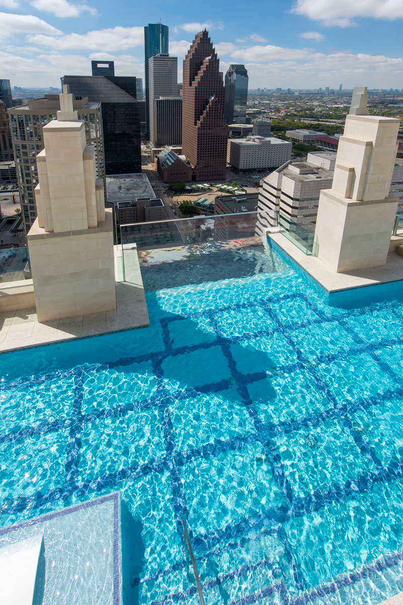 sky pool market square tower houston 3 This Glass Bottomed Pool Lets You Admire the Ground 500 ft Below