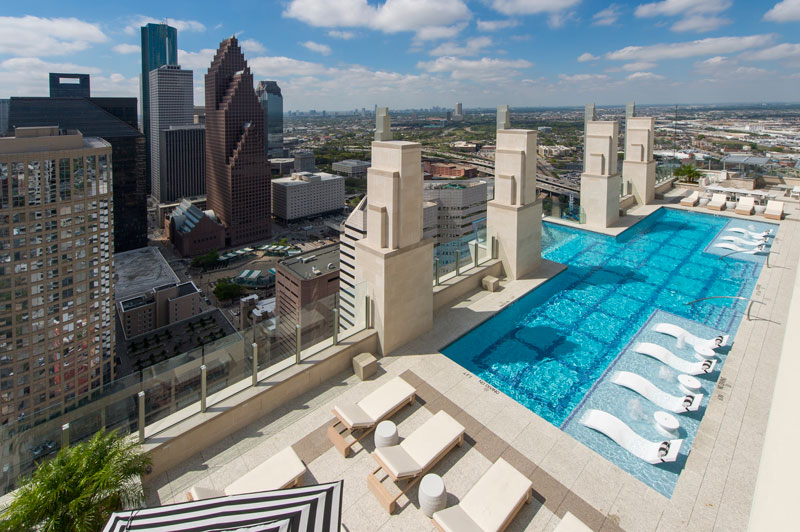 sky pool market square tower houston 4 This Glass Bottomed Pool Lets You Admire the Ground 500 ft Below