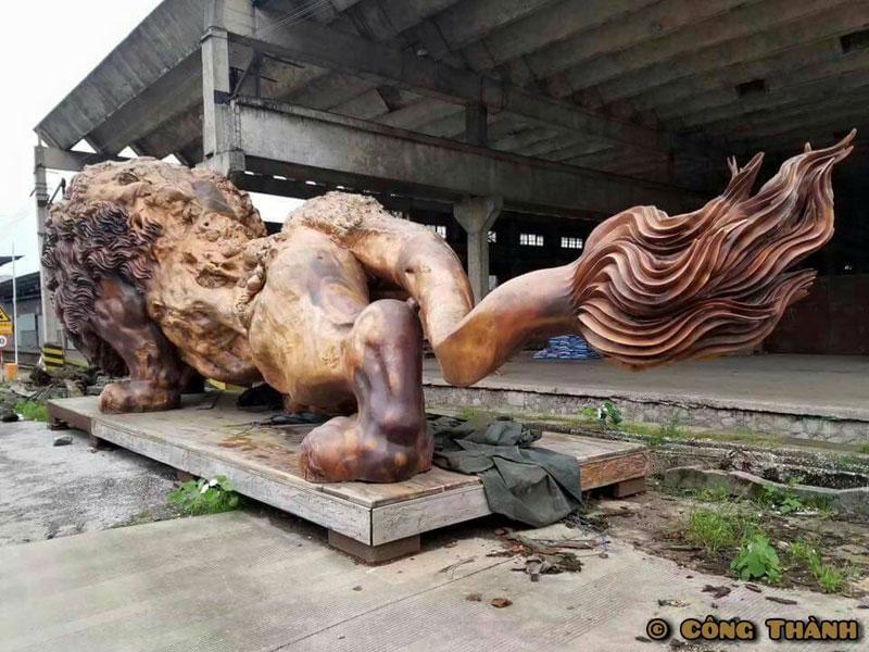 Lew rzeźbiony z pojedynczego pnia drzewa przez dengding rui yao 1 Niewiarygodny drewniany lwy rzeźbiony z pojedynczego drzewa (11 zdjęć)