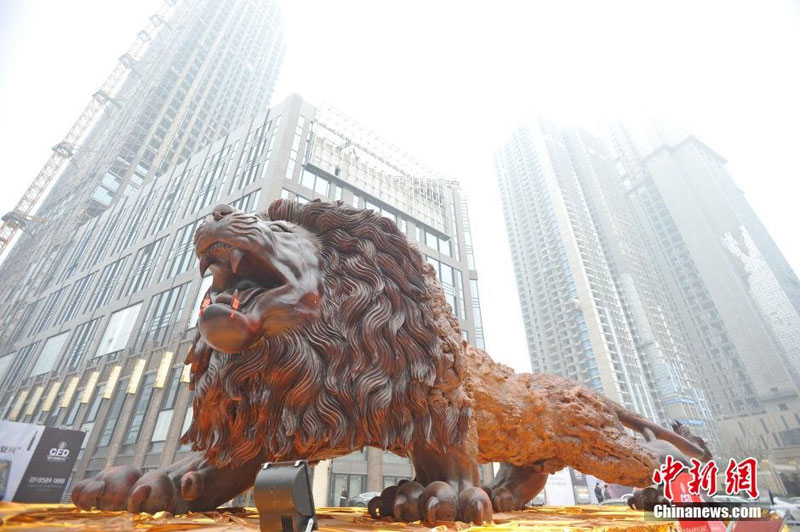 lion carved from single tree trunk by dengding rui yao 9 Incredible Wooden Lion Carved from a Single Tree (11 photos)