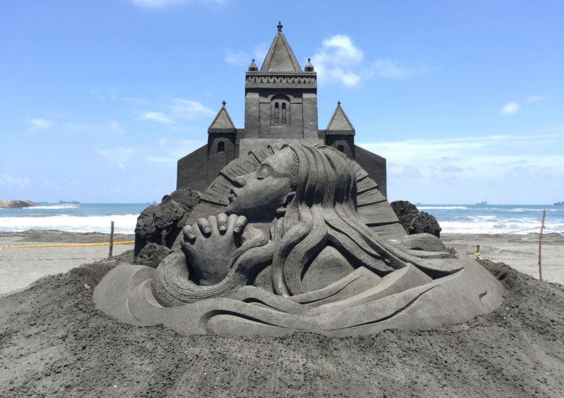 sand sculptures by toshihiko hosaka 1 Toshihiko Hosaka Creates Incredible Things Out of Sand