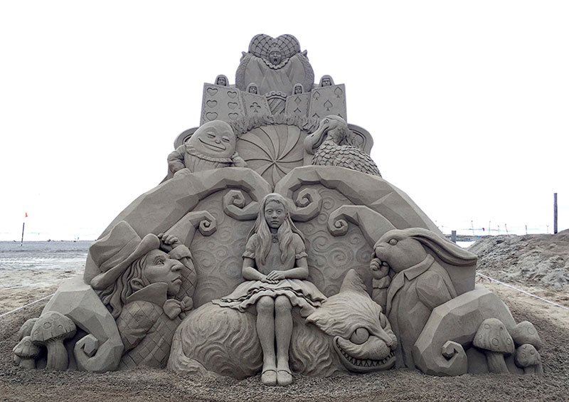 sand sculptures by toshihiko hosaka 11 Toshihiko Hosaka Creates Incredible Things Out of Sand