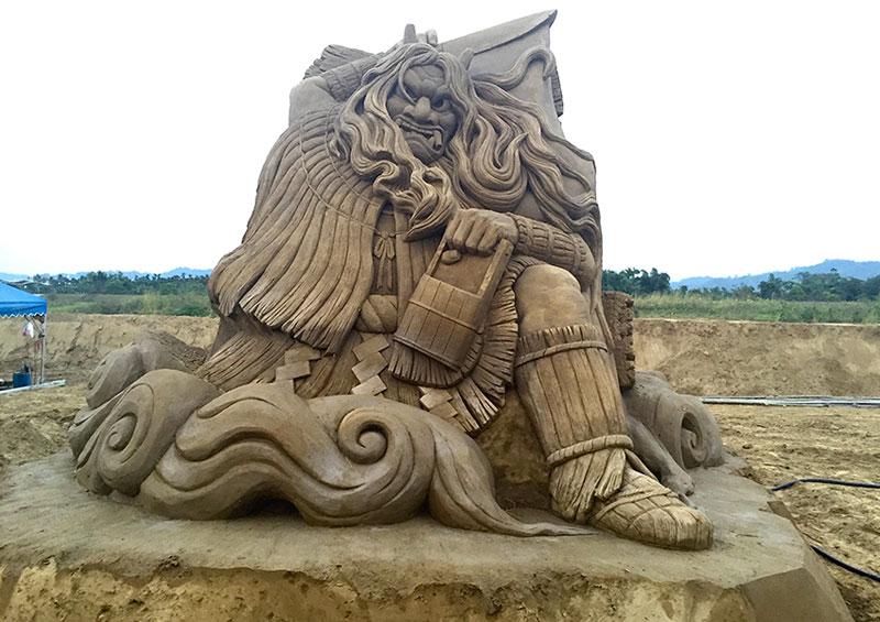 sand sculptures by toshihiko hosaka 4 Toshihiko Hosaka Creates Incredible Things Out of Sand