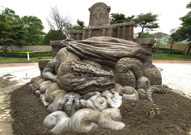 sand sculptures by toshihiko hosaka 6 Toshihiko Hosaka Creates Incredible Things Out of Sand