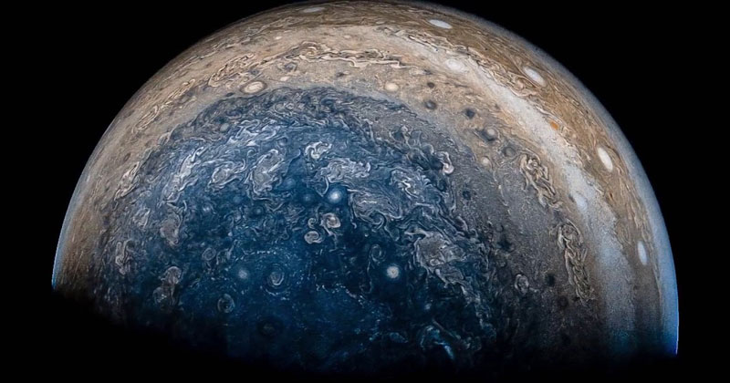 Amazing Flyover of Jupiter Stitched from Photos Taken by the JunoSpacecraft