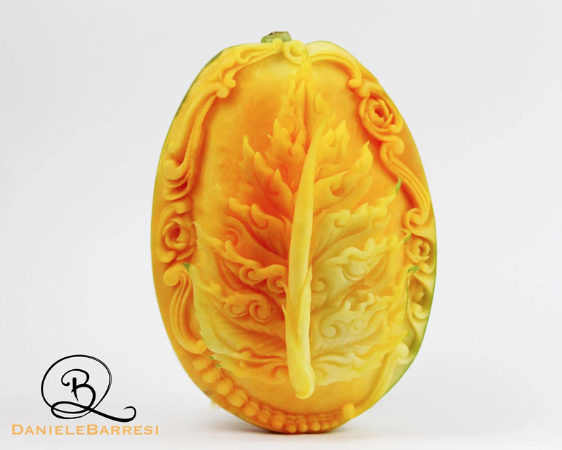 food carving by daniele barresi 5 Daniele Barresi Can Carve Anything (8 Photos)