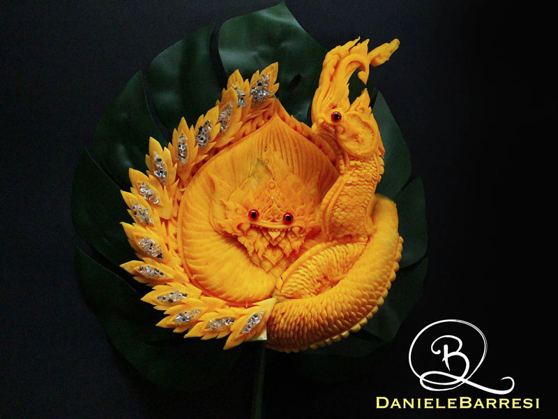 food carving by daniele barresi 6 Daniele Barresi Can Carve Anything (8 Photos)