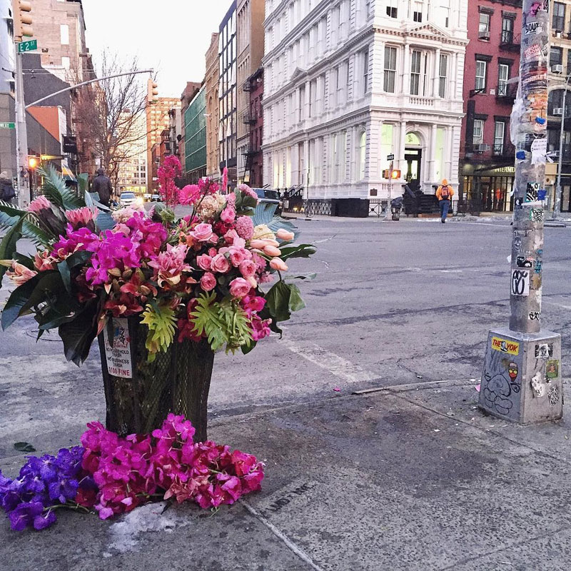 giant flower bouquets new york city streets lews miller design 1 A Team of Florists Have Been Leaving Giant Bouquets Around New York and Its Amazing