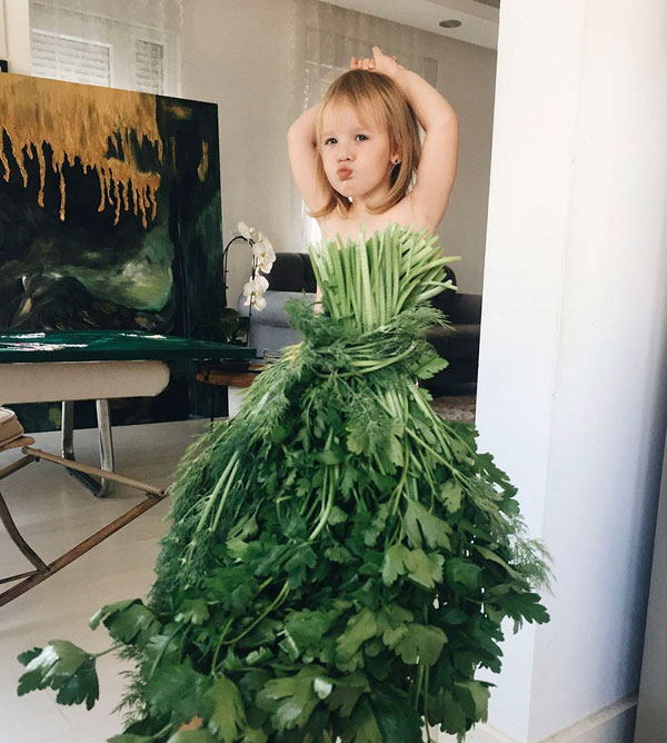 mom and daughter make dresses with food flowers and forced perspective 8 Mom and Daughter Make Dresses with Flowers, Food and Forced Perspective