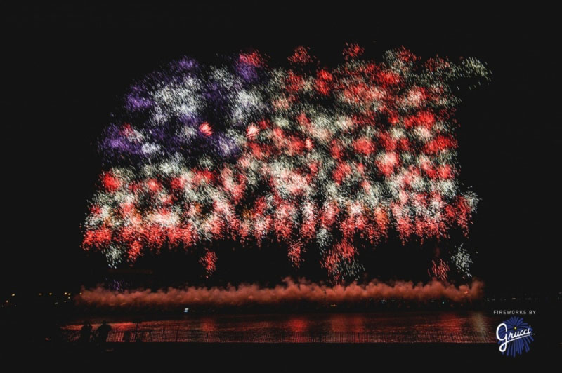 us american flag firework by grucci world record 2014 5 This World Record Fireworks Display Creates the American Flag