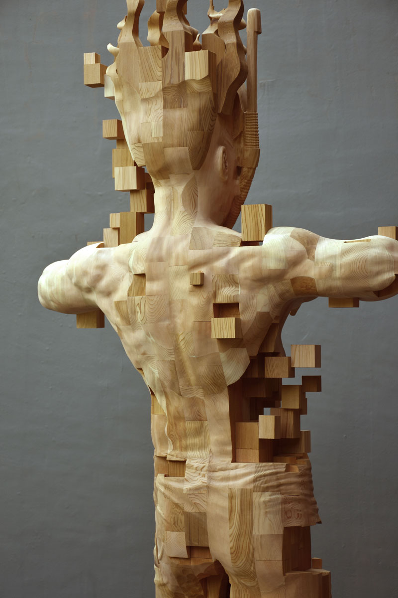 glitch wood carving pixelated snorkeler by hsu tung han 1 Glitch Wood Carving: Pixelated Snorkeler by Hsu Tung Han