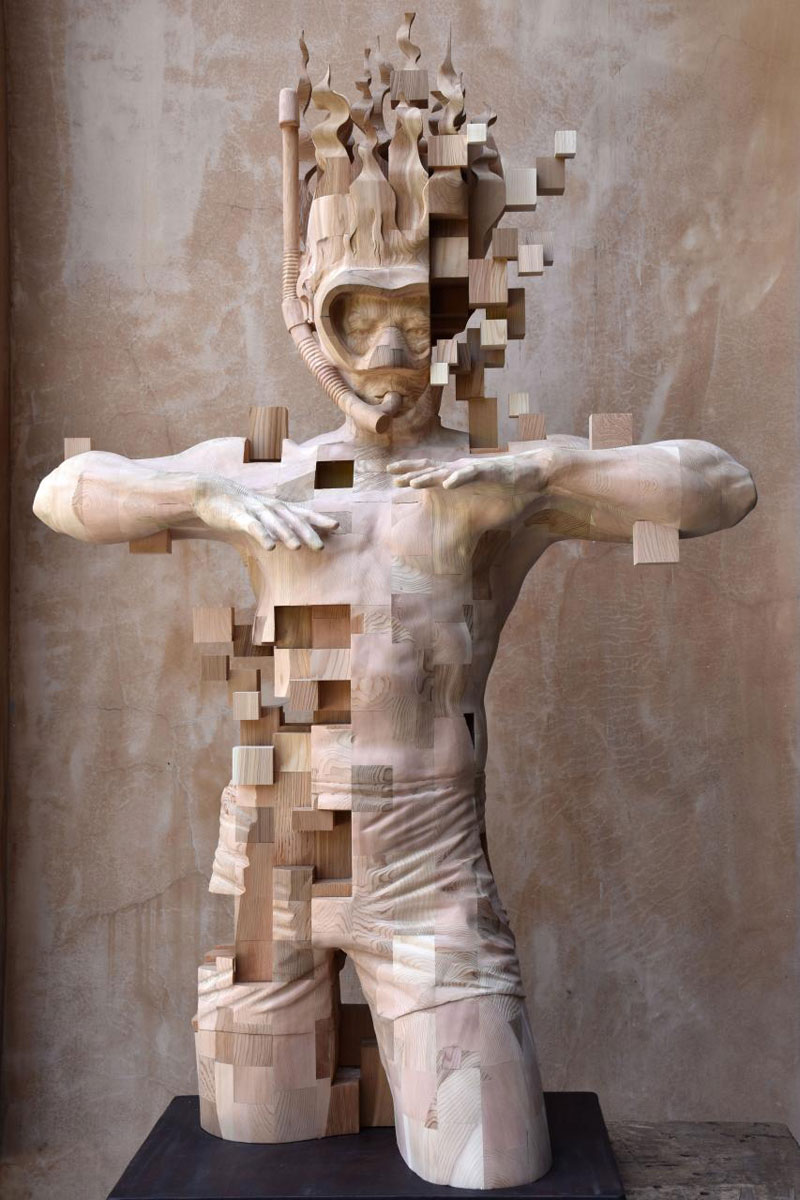 glitch wood carving pixelated snorkeler by hsu tung han 7 Glitch Wood Carving: Pixelated Snorkeler by Hsu Tung Han