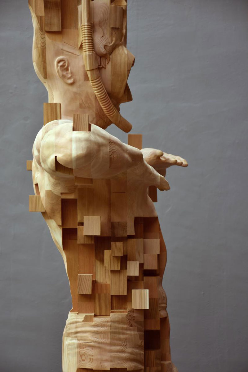 glitch wood carving pixelated snorkeler by hsu tung han 9 Glitch Wood Carving: Pixelated Snorkeler by Hsu Tung Han