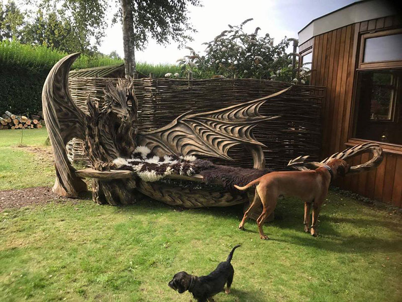 wood dragon bench by igor loskutow 1 Igor Loskutow Used a Chainsaw to Carve this Incredible Dragon Bench