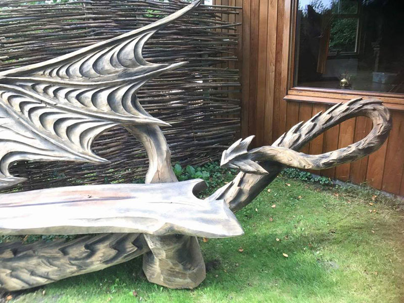 wood dragon bench by igor loskutow 5 Igor Loskutow Used a Chainsaw to Carve this Incredible Dragon Bench