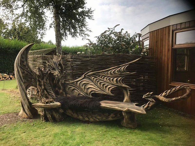 wood dragon bench by igor loskutow 6 Igor Loskutow Used a Chainsaw to Carve this Incredible Dragon Bench