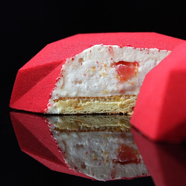 dinara kasko is pushing the boundaries of cake design 3 Dinara Kasko is Pushing the Boundaries of Cake Design (15 Photos)