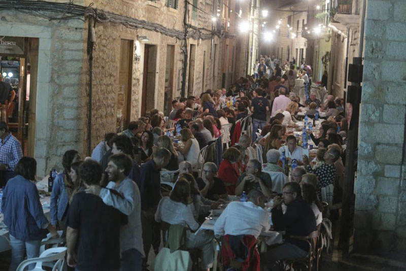 Every Year this Entire Town Shuts Down to Have Dinner Together in the Streets
