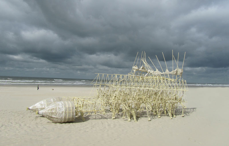 kinetic beach walkers powered by the wind by theo jansen 8 Strandbeests: The Kinetic Beach Walkers Powered by the Wind