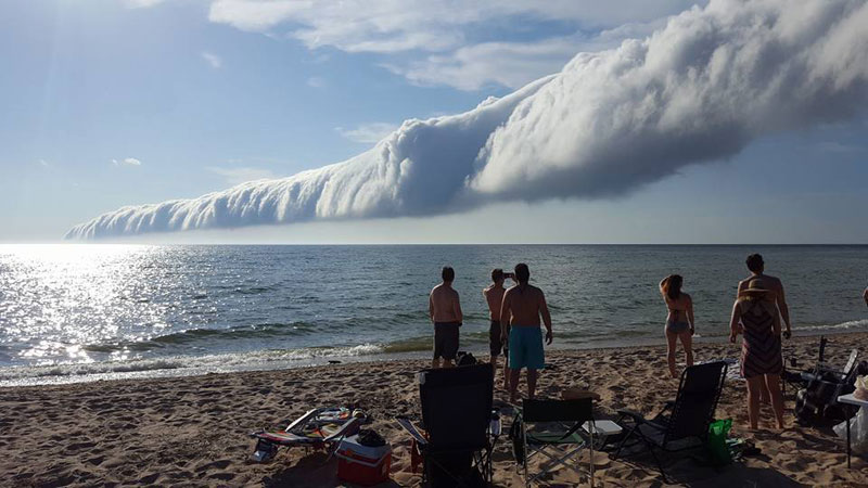 morning glory roll cloud over lake michigan