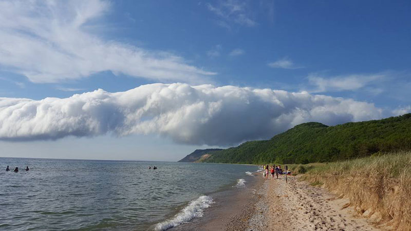 morning glory roll cloud over lake michigan 4 If You Get the Chance to See a Morning Glory Cloud, Do It