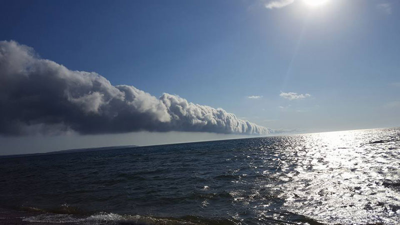 morning glory roll cloud over lake michigan 6 If You Get the Chance to See a Morning Glory Cloud, Do It