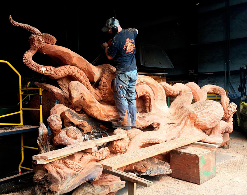 octopus carved from fallen redwood by jeffrey michael samudosky 1 Artist Transforms Fallen Redwood Into Giant Octopus (15 Photos)
