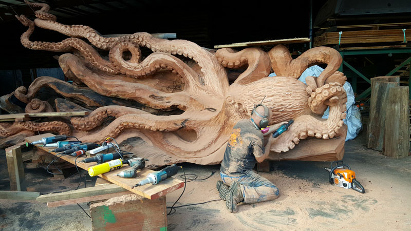 octopus carved from fallen redwood by jeffrey michael samudosky 13 Artist Transforms Fallen Redwood Into Giant Octopus (15 Photos)