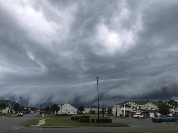storm cloud in georgia looks like tsunami in the sky by johanna hood 3 Storm Cloud in Georgia Looks Like Tsunami in the Sky