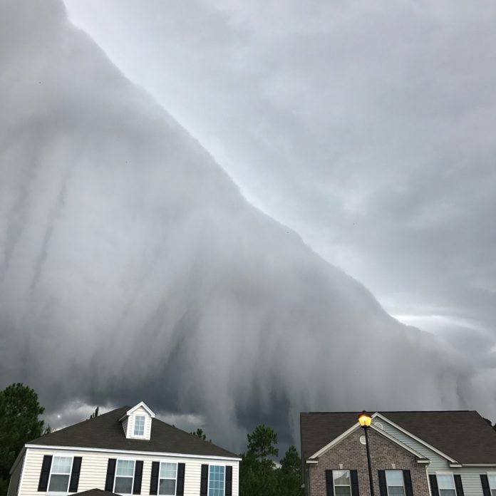 storm cloud in georgia looks like tsunami in the sky by johanna hood 4 Storm Cloud in Georgia Looks Like Tsunami in the Sky