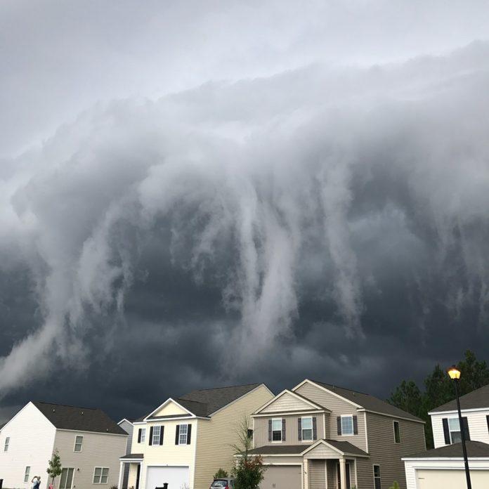 storm cloud in georgia looks like tsunami in the sky by johanna hood 6 Storm Cloud in Georgia Looks Like Tsunami in the Sky