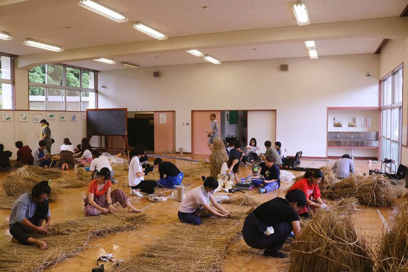 giant straw animals japan wara art festival 2017 13 Every Year Japanese Art Students Get Together and Make Giant Animals Out of Straw