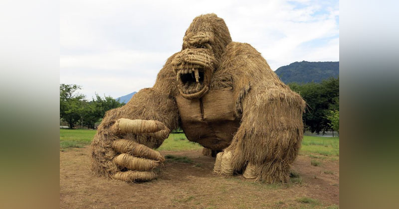 Every Year Japanese Art Students Get Together and Make Giant Animals Out of Straw