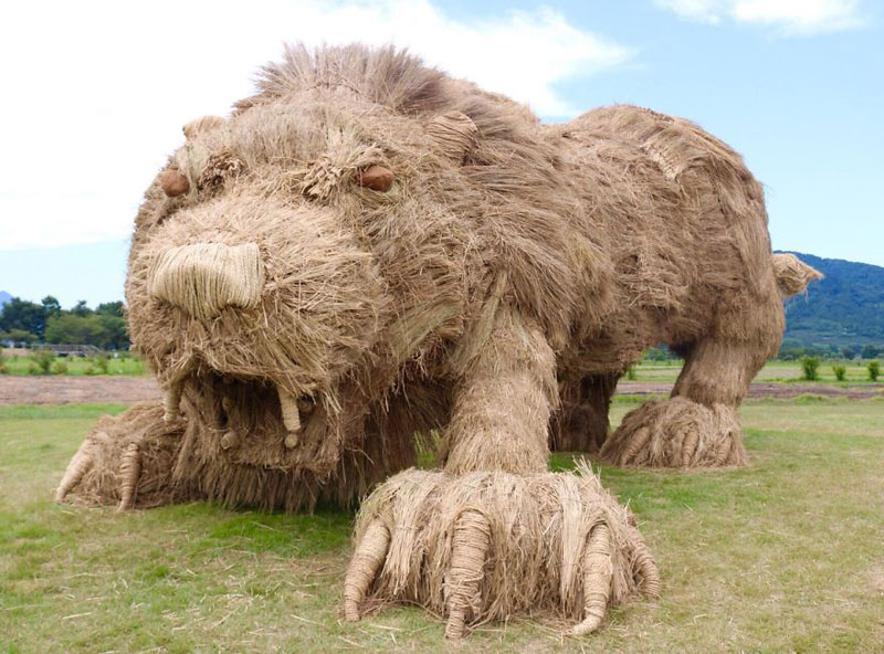 giant straw animals japan wara art festival 2017 4 Every Year Japanese Art Students Get Together and Make Giant Animals Out of Straw