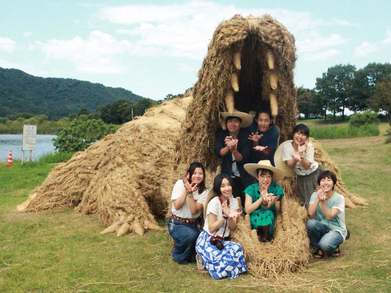 giant straw animals japan wara art festival 2017 6 Every Year Japanese Art Students Get Together and Make Giant Animals Out of Straw