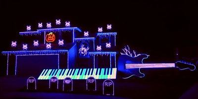 Guy Goes All Out on 'Nightmare Before Christmas' Halloween Light Show
