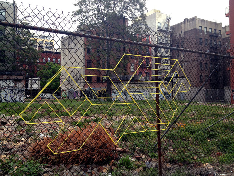 street artist hot tea yarn fence 3d letters 3 This Artist Uses Yarn to Create Amazing 3D Letters on Chain Link Fences