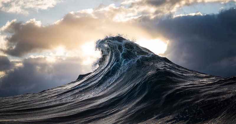 Guy Turns Ray Collins Wave Photos Into Cinemagraphs and They'reAstonishing