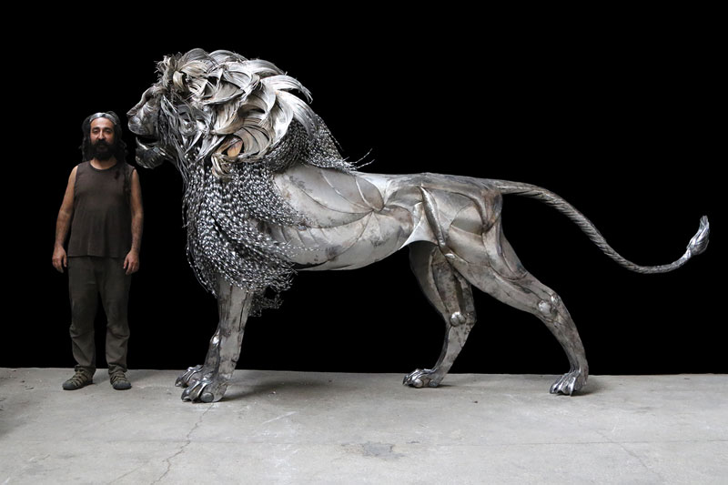 lion sculpture made from hammered steel by selcuk yilmaz 1 Unbelievable Lion Sculpture Made from Hammered Steel