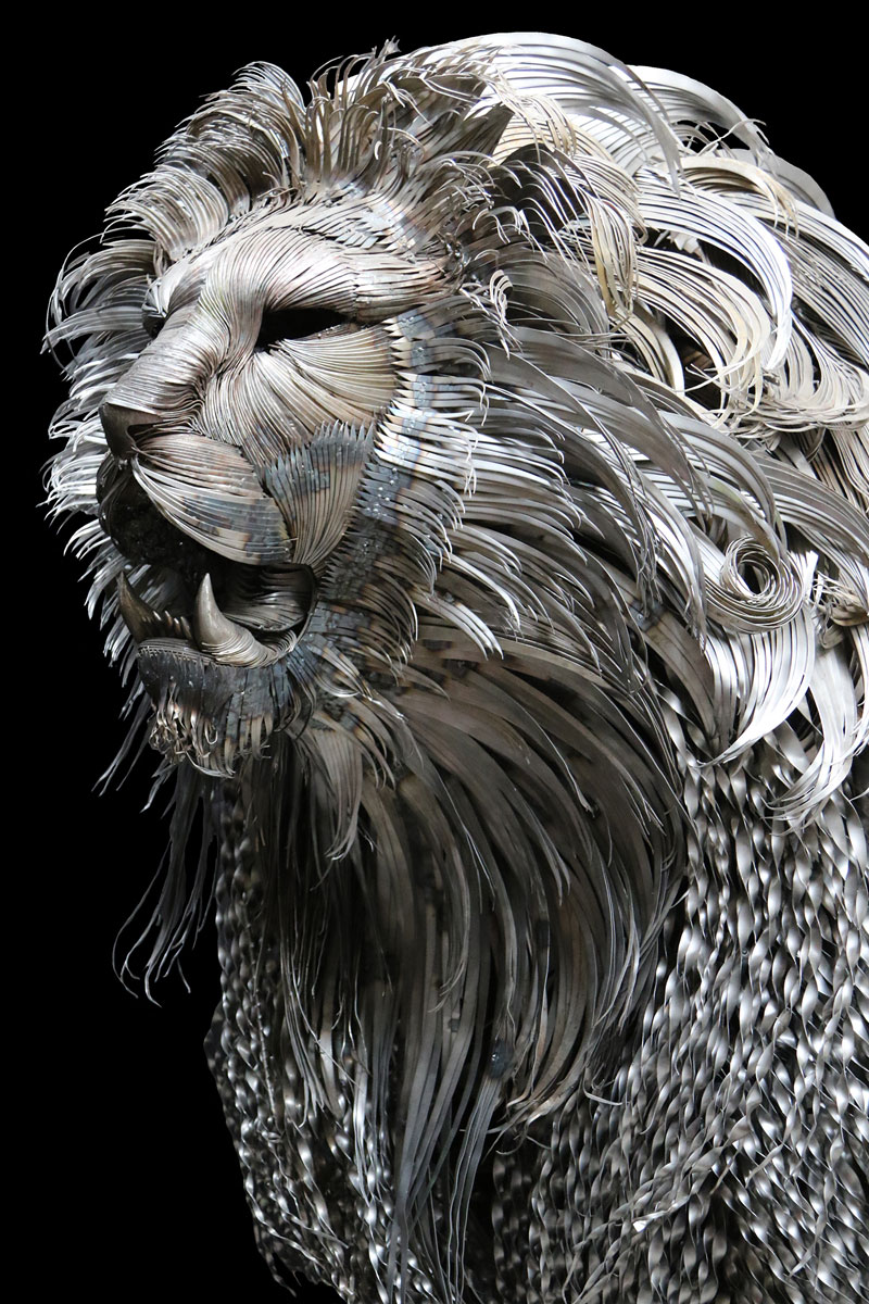 lion sculpture made from hammered steel by selcuk yilmaz 2 Unbelievable Lion Sculpture Made from Hammered Steel