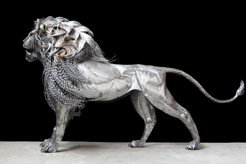 lion sculpture made from hammered steel by selcuk yilmaz 4 Unbelievable Lion Sculpture Made from Hammered Steel