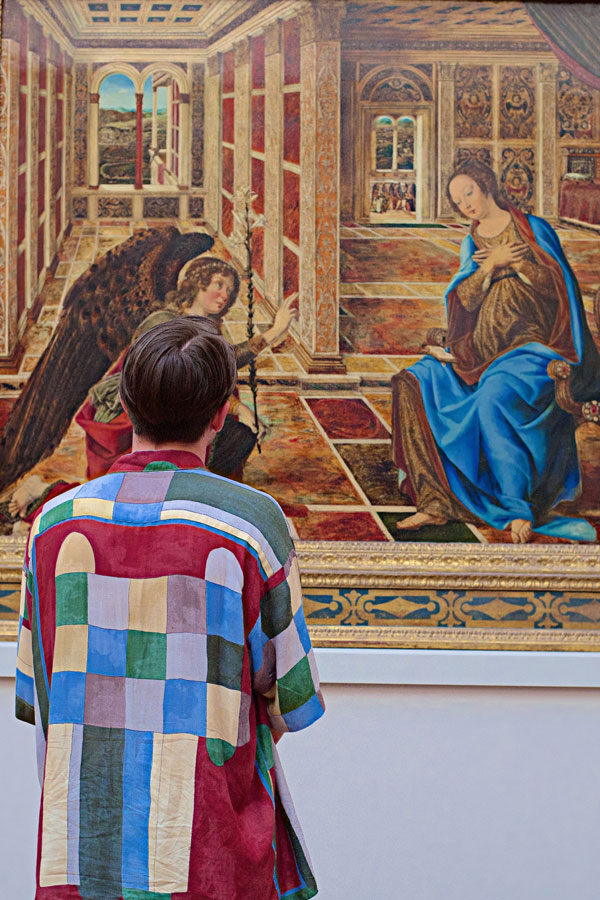 people matching painting they are looking at stefan draschan 6 25 Times People Matched the Painting They Were Looking At