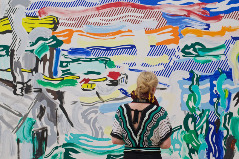 people matching painting they are looking at stefan draschan 9 25 Times People Matched the Painting They Were Looking At