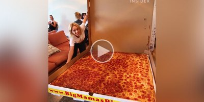 World's Largest Deliverable Pizza