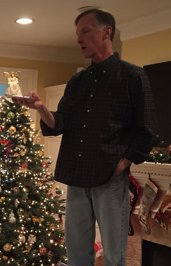 mom dad snow angel boomerang twitter viral 4 Guy Shares Hilarious Lesson on Love from His Parents and It Goes Viral