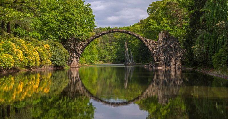 A National Geographic Tour of Interesting Bridges Around the World (8Photos)