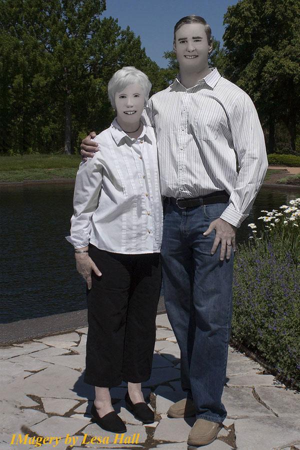 family photo photoshop fail facebook viral 4 Family Photo Shoot Goes Horribly Wrong