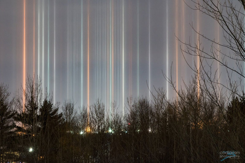 light pillars in moncton canada by sophie melanson 4 Amazing Light Pillars Spotted Over Moncton, New Brunswick, Canada