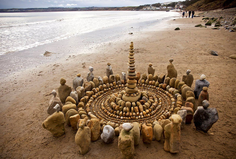 james blunt arranges natural objects into ephemeral patterns and designs 19 Artist Arranges Natural Objects Into Ephemeral Patterns and Designs